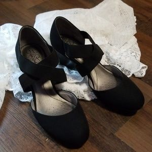 Like new black wedges for your LBD